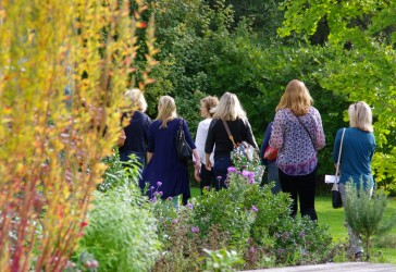 Photo of Murray Edwards students in the gardens